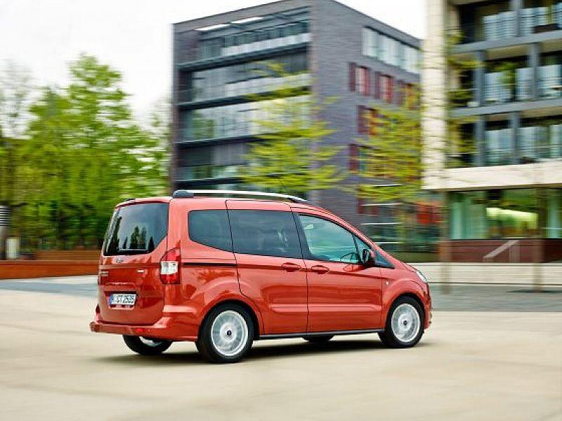Ford Tourneo Courier Teszt A Legkisebb Is Szamit Autopro Hu